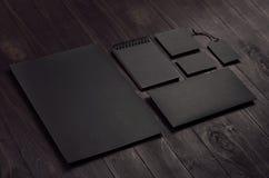 La mofa de marcado en caliente del negocio para arriba del papel con membrete negro en blanco, libreta, etiqueta, sobre, tarjeta  imágenes de archivo libres de regalías