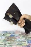 La moglie e la tassa della Banca hanno schiacciato i soldi polacchi Immagine Stock