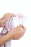 La moglie trova una nota dall'amante del marito Fotografie Stock