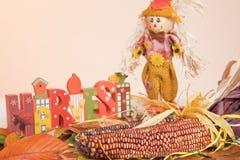 La moisson de mot, maïs, épouvantail, automne part image stock
