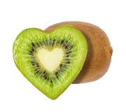 La moitié du kiwi sous forme de coeur Photo stock