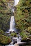 La moitié inférieure de la cascade spectaculaire de Pistyll Rhaeadr au Pays de Galles photo stock