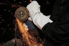 La molatura arancione scintilla su priorità bassa nera Fotografie Stock Libere da Diritti