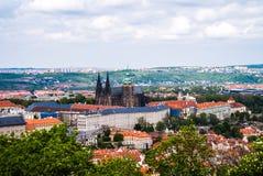 La Moldava Charles Bridge da sopra Praga immagini stock libere da diritti