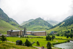 La Molina im Tal im Sommer, Pyrenäen Stockbilder