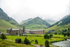 La Molina in vallei in de zomer, de Pyreneeën Stock Afbeeldingen