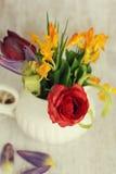 Fiori della molla in un vaso Fotografia Stock
