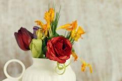Fiori della molla in un vaso Fotografie Stock