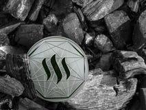 La moneda del steem de Cryptocurrency miente en el carbón Explotación minera y energía para minar fotos de archivo