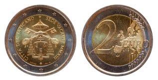 La moneta commemorativa dell'euro due del Vaticano 2 minted 2013 isolata su fondo bianco fotografia stock libera da diritti