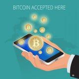 La moneta dorata di Digital Bitcoin con il simbolo di Bitcoin nell'ambiente elettronico conia il bitcoin colorato fisico medica d Fotografia Stock Libera da Diritti