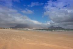 La montaña brumosa Fotos de archivo