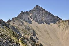 La montaña le gusta una pirámide Foto de archivo libre de regalías