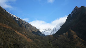 La montaña nevosa fotos de archivo libres de regalías