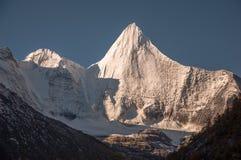 La montaña sagrada de la nieve de Jambeyang Imagen de archivo libre de regalías