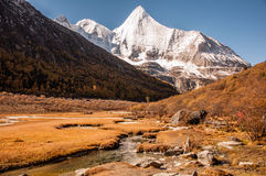 La montaña sagrada de la nieve de Jambeyang Fotografía de archivo libre de regalías