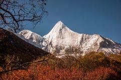 La montaña sagrada de la nieve de Jambeyang Fotografía de archivo