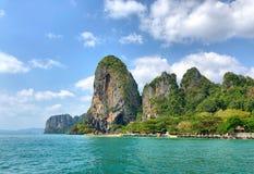 La montaña y la isla en Krabi, Tailandia Fotografía de archivo
