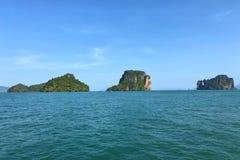 La montaña y la isla en Krabi, Tailandia Foto de archivo libre de regalías
