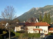 La montagna bavarese delle alpi come visto dalla città di Garmisch-Partenkirchen Immagine Stock Libera da Diritti