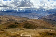 La montagna dell'Himalaya varia dalla strada Fotografie Stock