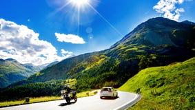 La montagna delle alpi Il Tirolo, Austria Strada dell'autostrada Fotografia Stock Libera da Diritti