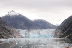 La montagna ed il ghiacciaio Fotografia Stock Libera da Diritti