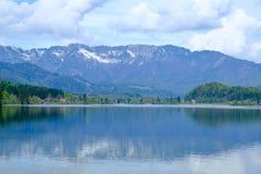 La montagna ed il lago Fotografie Stock