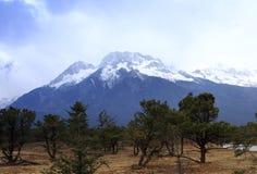 La montagna famosa della neve del yulong Fotografie Stock Libere da Diritti