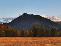 La montagna maestosa nella caduta Immagine Stock Libera da Diritti