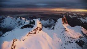 La montagna nazionale norvegese Stetind stock footage