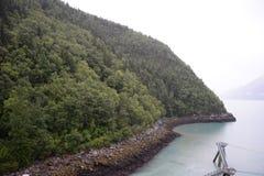 La montagna vicino al porto Immagine Stock