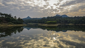 La montagne éloignée photos stock