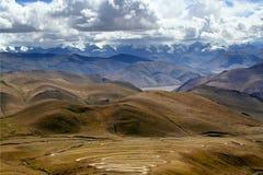 La montagne de l'Himalaya s'échelonne de la route Photos stock