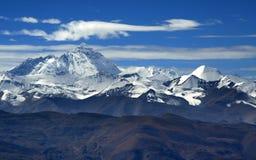 La montagne de l'Himalaya s'échelonne de la route Photo stock