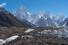 La montagne de massif de Gasherbrum avec beaucoup font une pointe, le voyage K2 photographie stock libre de droits