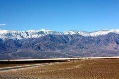 La montagne de neige Photographie stock libre de droits