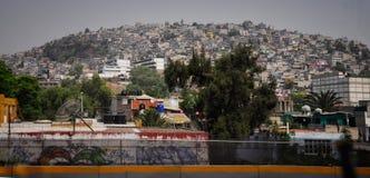 La montagne des maisons pauvres Images stock