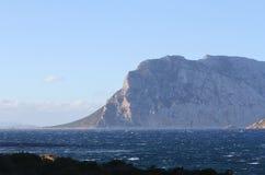 La montagne en mer Images stock