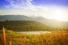La montagne et les déchirent, la Thaïlande Photos stock