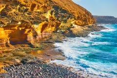 La montagne jaune en Costa del Silencio Photographie stock libre de droits