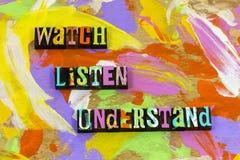 La montre écoutent pour comprendre pour enseigner à apprendre l'avance de formation de la connaissance image stock