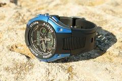 La montre-bracelet des hommes. Photo libre de droits