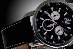 La montre des hommes exquis avec la ceinture en cuir photo stock