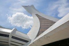La Montreal el estadio Olímpico y torre Imagenes de archivo