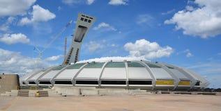 La Montreal el estadio Olímpico y torre Fotos de archivo