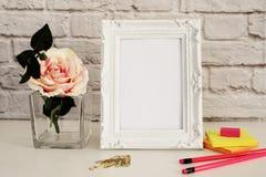 La moquerie blanche de cadre, maquette de Digital, maquette d'affichage, a dénommé la maquette courante de photographie, moquerie Images libres de droits