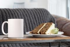 La moquerie vide blanche de tasse de café s'ajoutent jusqu'à conçoivent/citations en fonction du client Images libres de droits