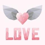 La morbidezza geometrica ha colorato il cuore poligonale astratto con le ali e la parola di amore isolati sulla copertura rosa pe Fotografia Stock