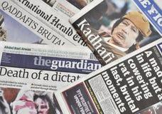 La mort de Gaddafi dans la presse Photo stock